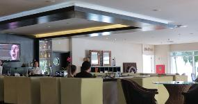 L Eau Vive Lobby Bar